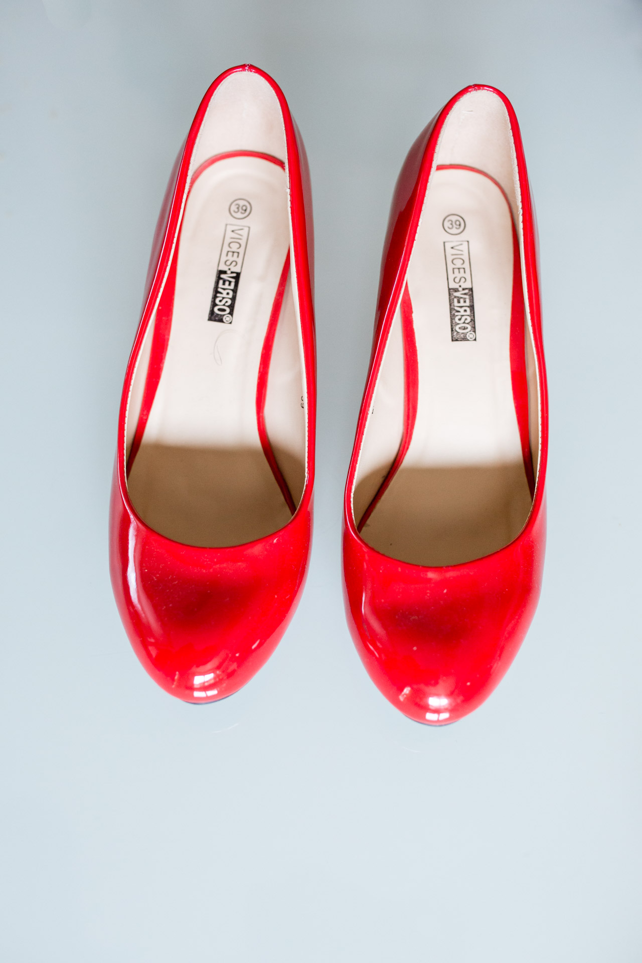 gros plan chaussure temoins de la mariee