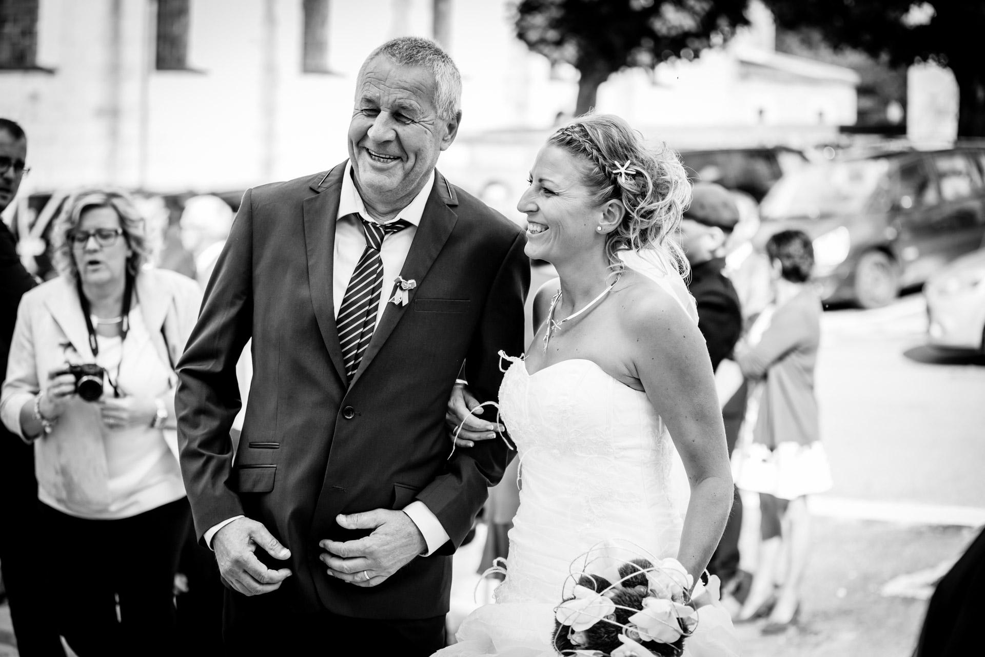 le papa avec sa fille qui se marie