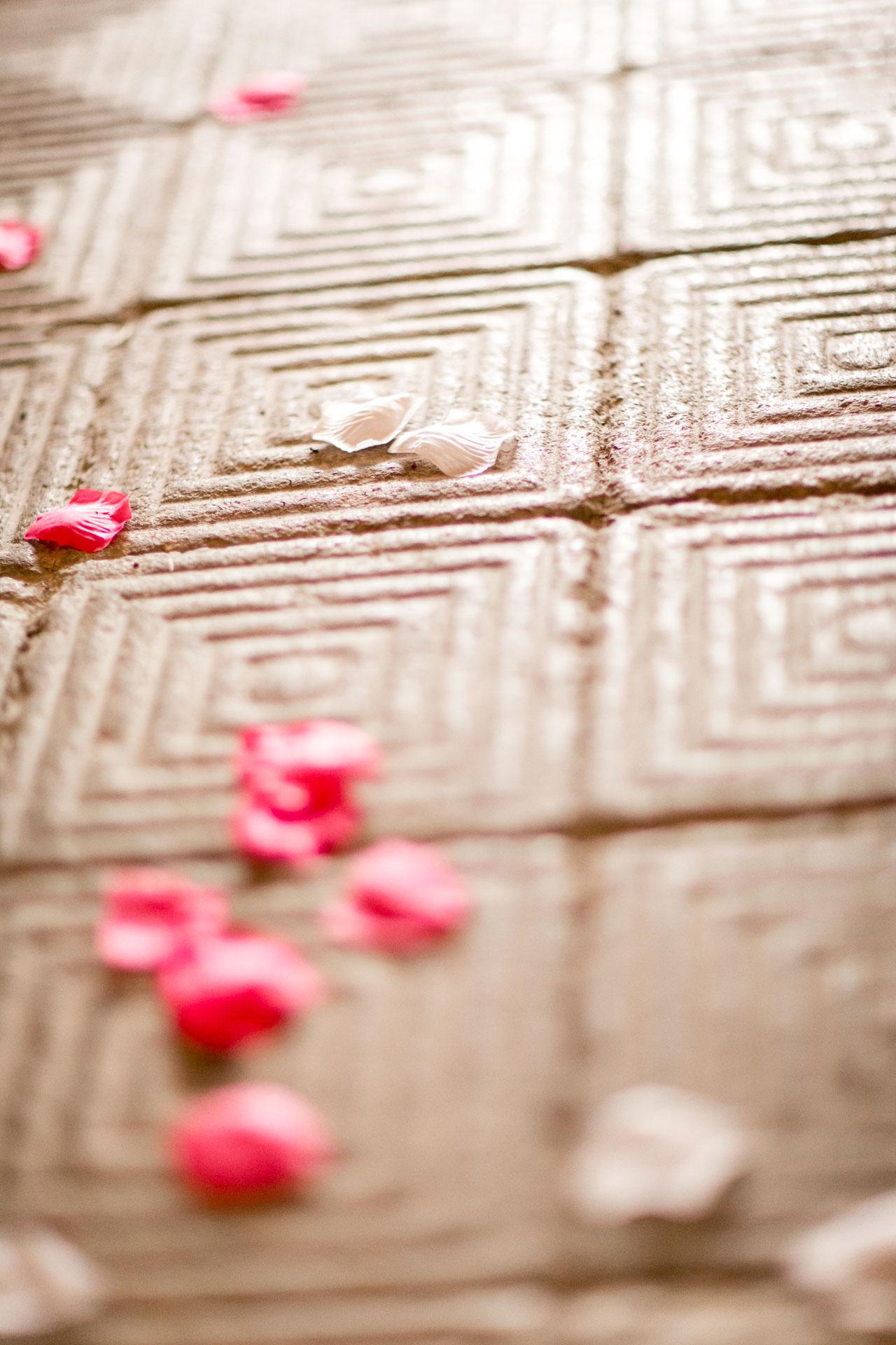 effet de petales sur le sol de la chapelle