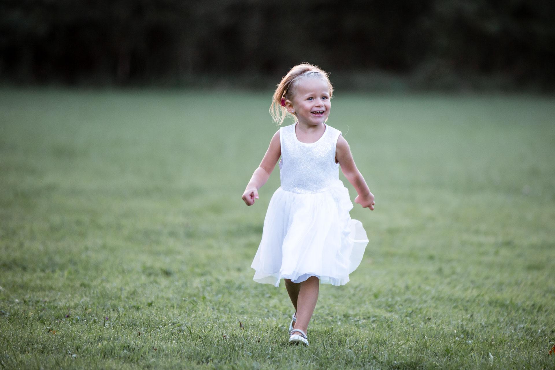 portrait de petite fille bucolique
