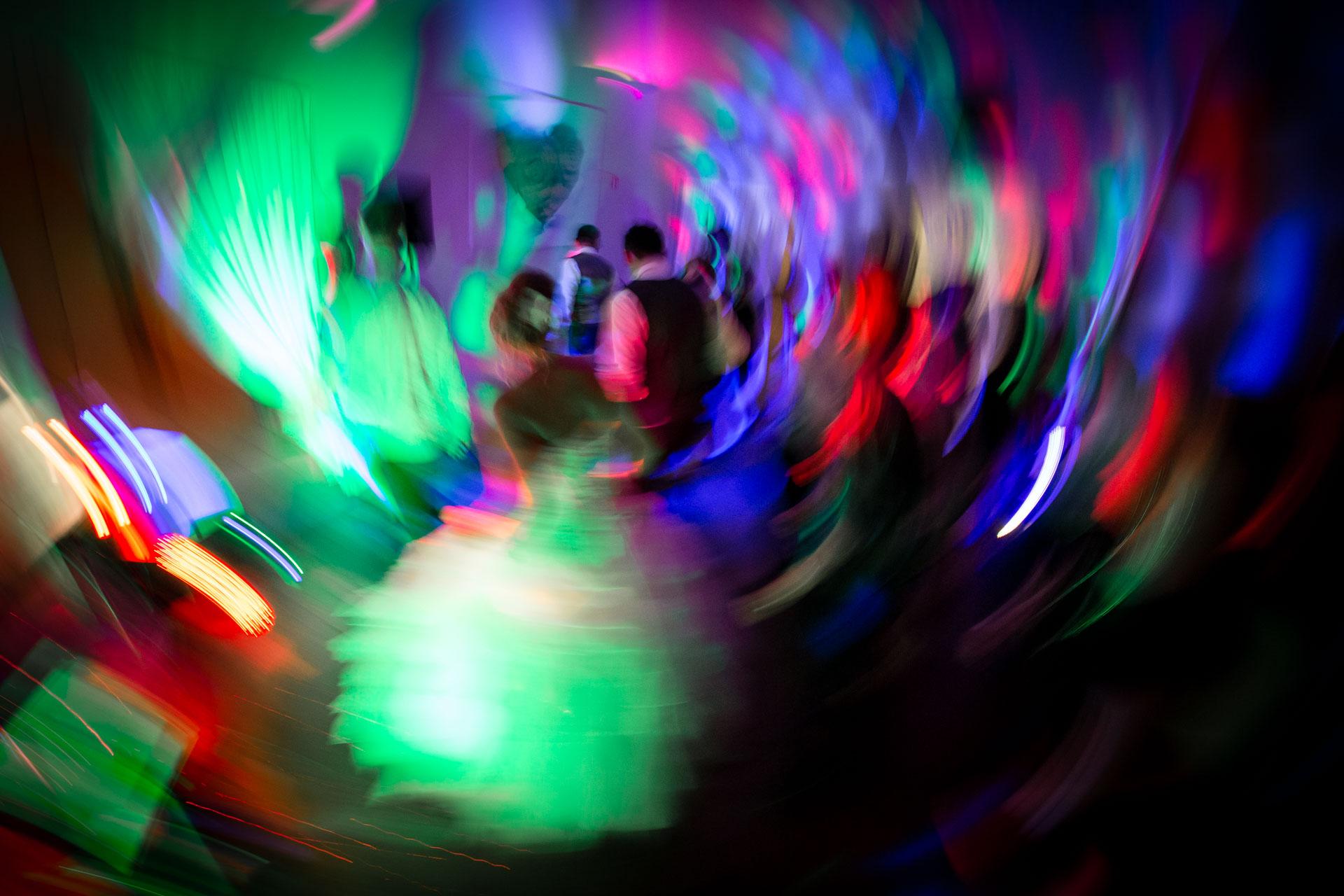 effet flou tournant second rideau avec lumiere de DJ