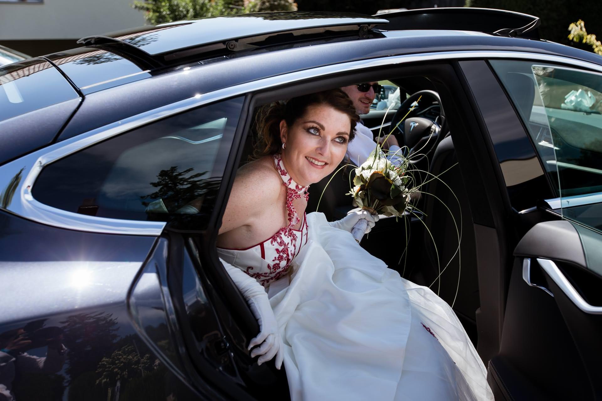 Mariage Coppet eglise Saint Robert descente voiture