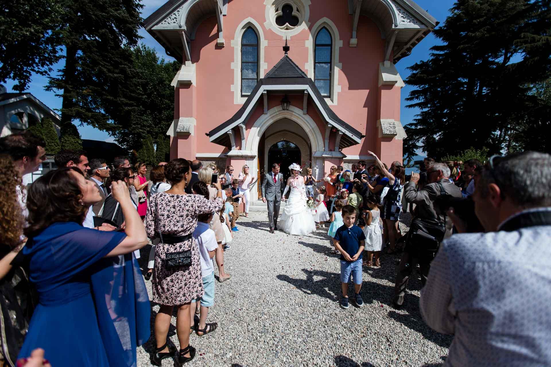 Mariage Coppet eglise Saint Robert sortie des mariées