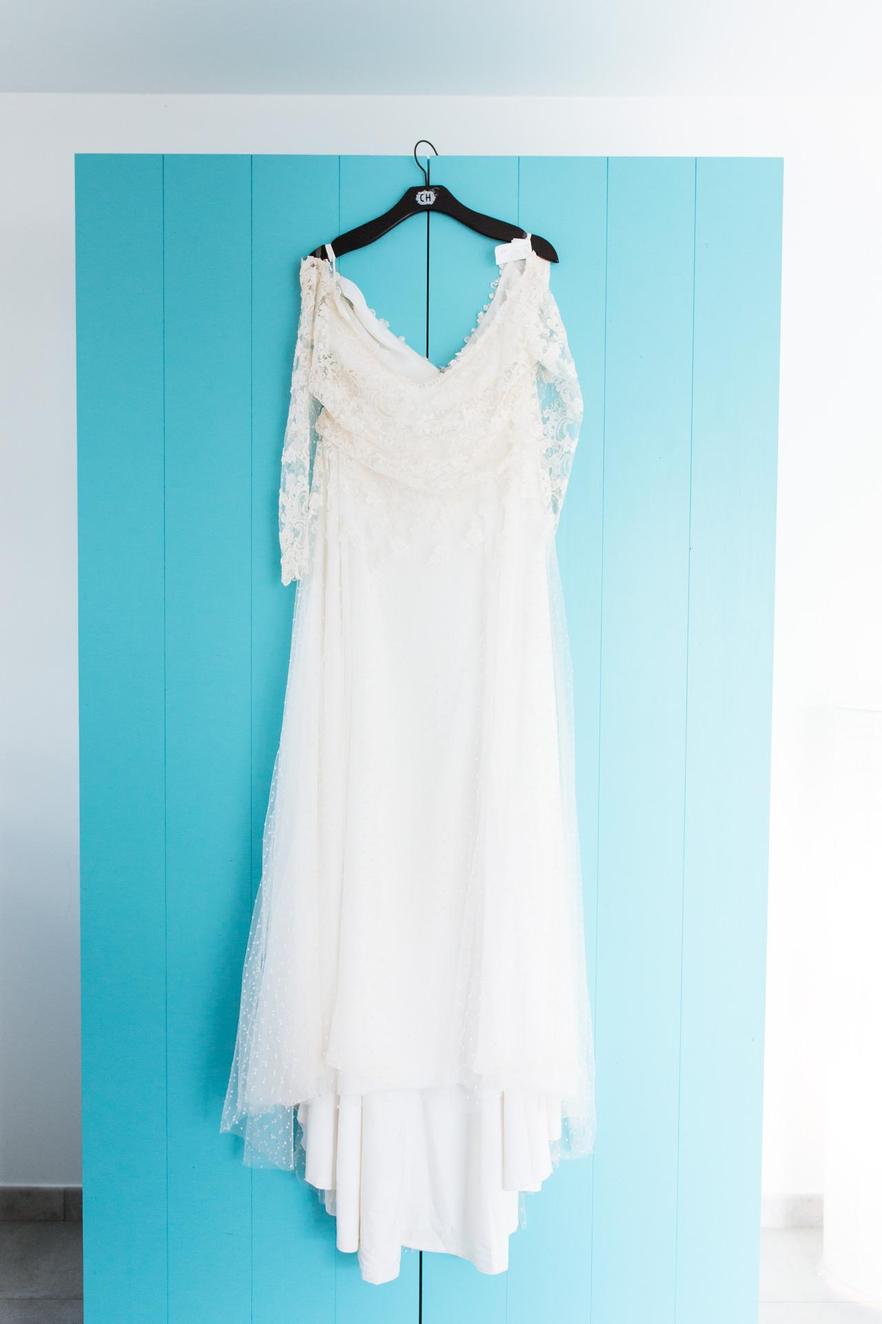 robe de mariee suspendu armoire turquoise