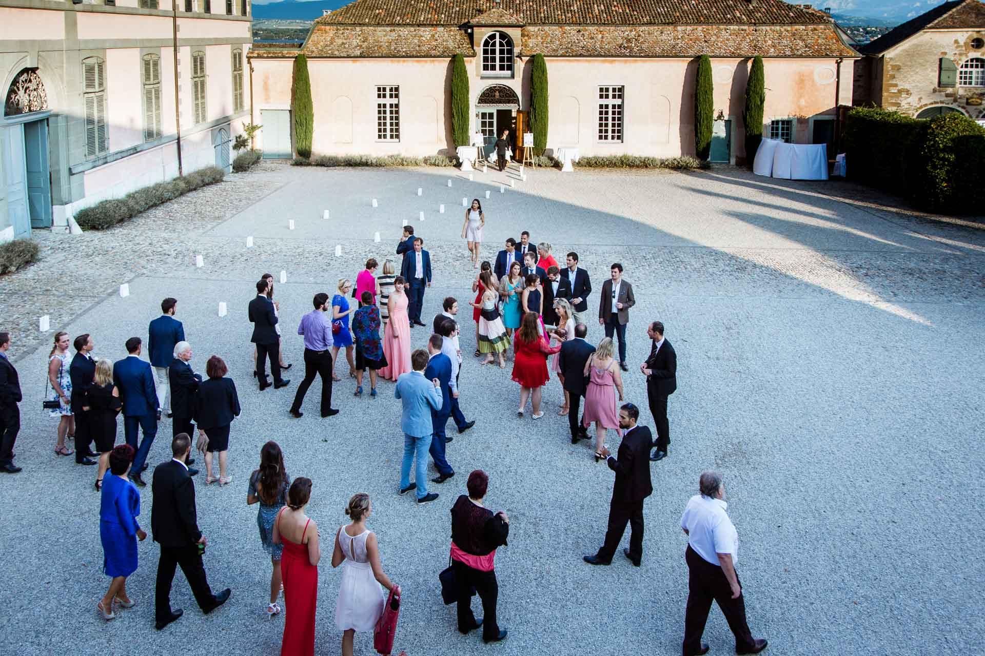 La cour du Chateau de Coppet - Photographe Mariage