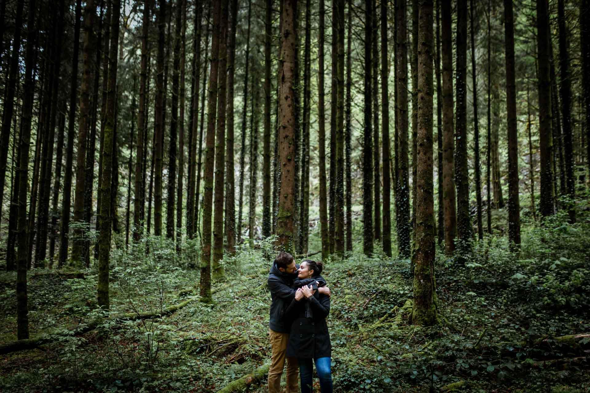 Amoureux dans les arbres du Creux de l'envers