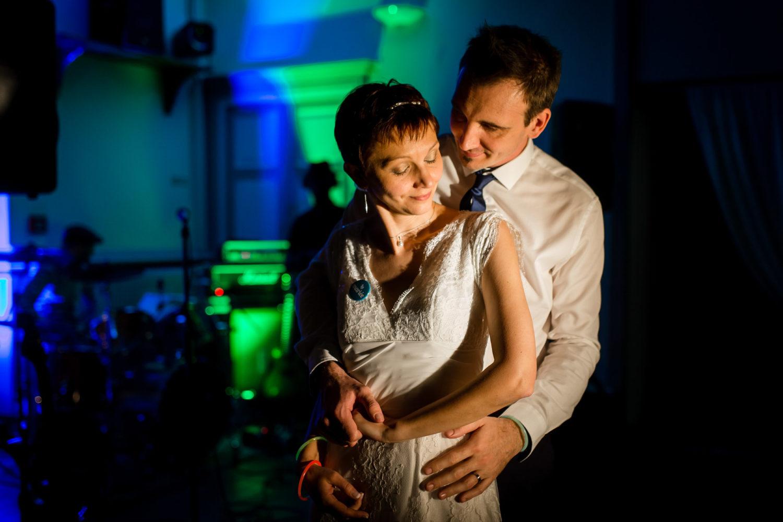 Couple qui danse Mariage Laique Besançon