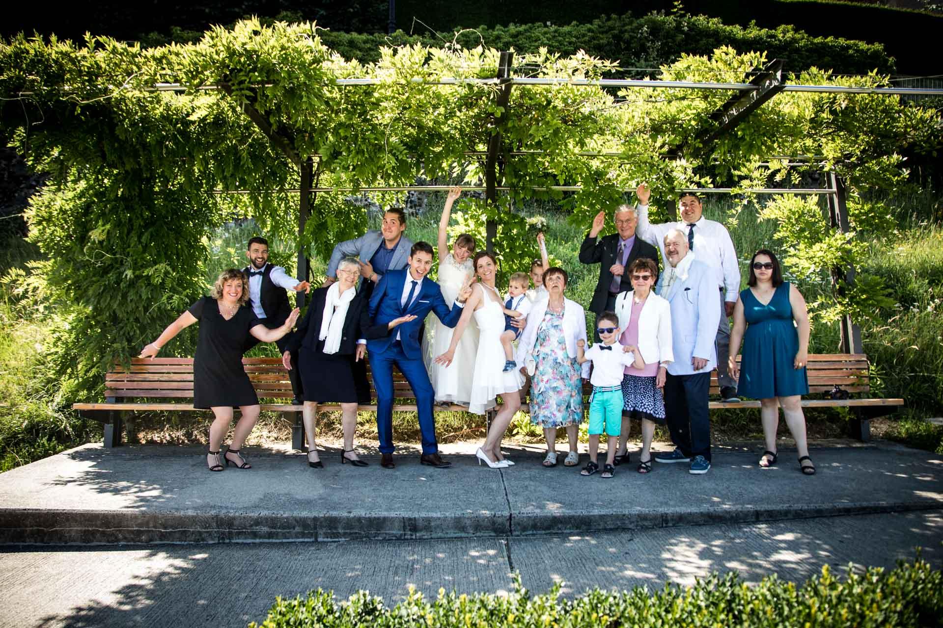photo de groupe dans les allees du chateau de Nyon