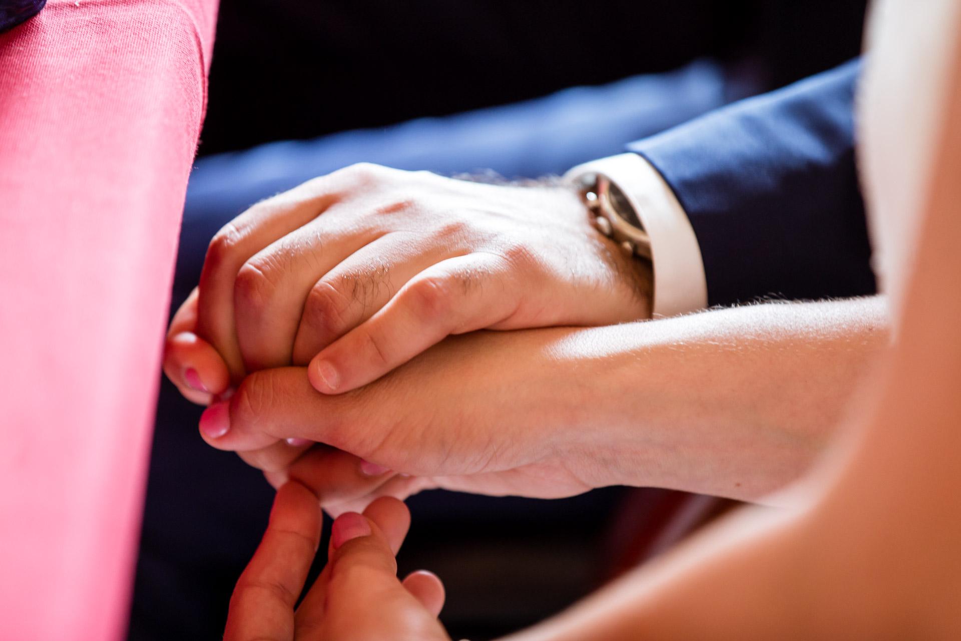 Mariage Mont Saxonnex mains enlacées