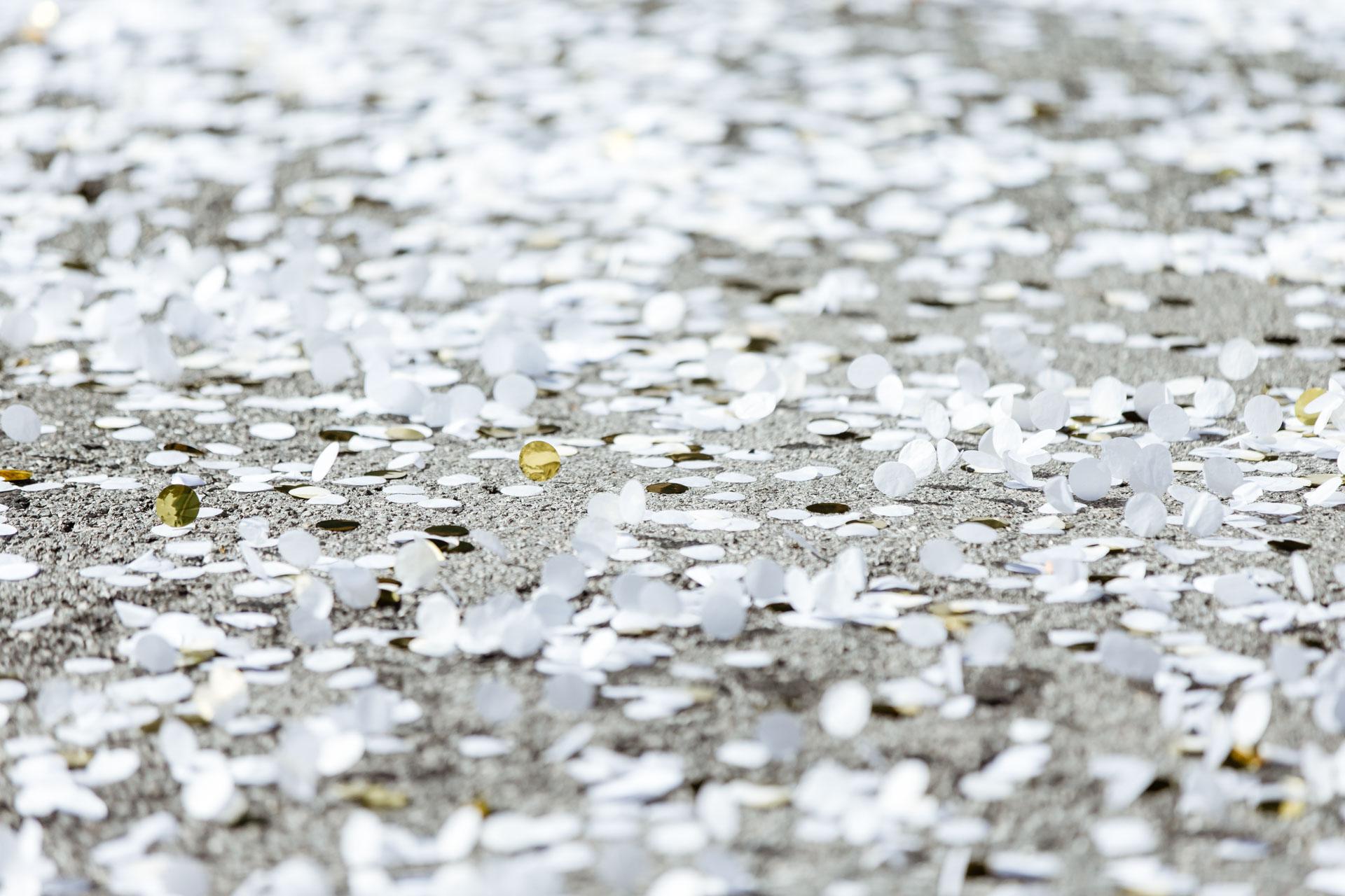 Mariage Mont Saxonnex confetti sol
