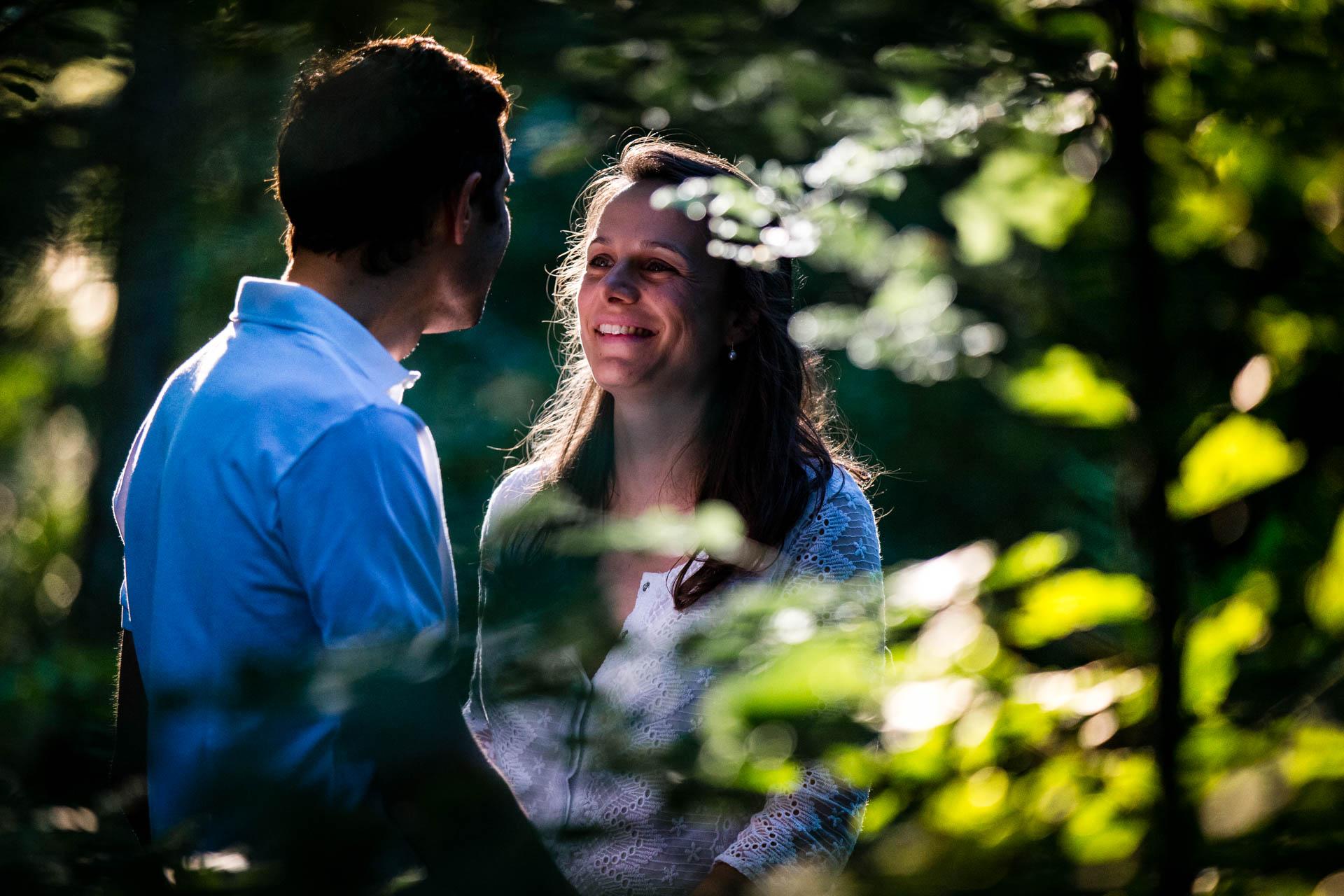 Seance Engagement Divonne Mont Mussy sourire de couple